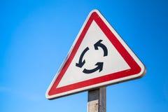 Trafique o carrossel, o sinal de estrada do triângulo e o céu fotografia de stock royalty free
