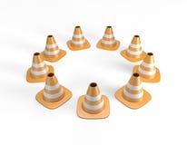 Trafique os cones arranjados em um círculo e em incluir um trajeto de grampeamento Fotos de Stock Royalty Free