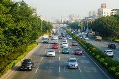 Trafique a paisagem na seção de Shenzhen da estrada do nacional 107 Imagem de Stock