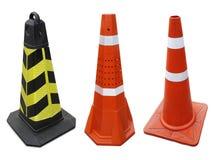 Trafiquez le cône sur le trottoir d'isolement sur le fond blanc photos stock