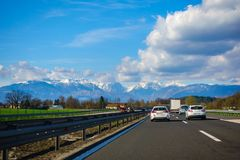 Trafiquez sur la route slovène A1 entre Maribor et Ljubljana Image libre de droits