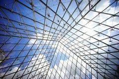 Tragaluz de cristal del tejado de la pirámide Foto de archivo libre de regalías