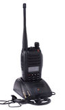 Tragbarer UHF-Radio Übermittler und Kopfhörer lizenzfreie stockfotos