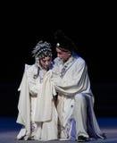 """Tragedie van de vete-achtste handeling die nieuw krijgen - geboren kind-Kunqu Opera""""Madame Witte Snake† Stock Foto"""