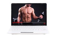 Tragen Sie Blogkonzept zur Schau - ausbildend online auf Laptopschirm Stockfotografie