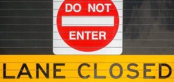 Tragen Sie nicht - Weg geschlossenes Zeichen ein Stockfotos