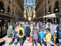 Tragen Sie zum Galleria Vittorio Emanuele II in Mailand ein stockfotos