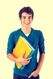 Tragende Bücher des jungen glücklichen Studenten stockbild