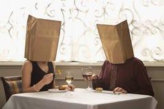 Tragende Beutel der Paare Lizenzfreie Stockbilder