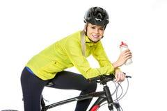 tragende Eignungskleidung der Frau auf Fahrrad Lizenzfreie Stockfotografie