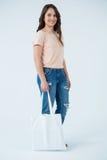 Tragende Einkaufstasche der Schönheit Stockfotografie