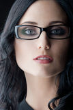 Tragende Gläser des Brunette Lizenzfreies Stockbild