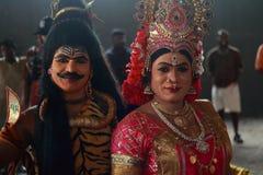 Tragende Kostüme der Leute von mythologischen Charakteren stockfotografie