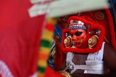 Tragende Kostüme der Leute von mythologischen Charakteren stockbilder