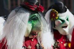 Tragende Masken der Leute nehmen an der Parade während des Karnevals in der Luzerne, die Schweiz teil Lizenzfreie Stockbilder