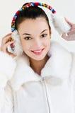 Tragende Ohrmuffen des schönen Mädchens Lizenzfreies Stockfoto