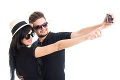 Tragende Schatten der jungen Paare und Nehmen eines selfie Lizenzfreies Stockfoto