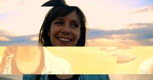 Tragende Sonnenbrille der Frau, die nahe Geländer 4k steht stock footage