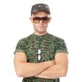 Tragende Sonnenbrille des jungen Armeesoldaten Stockfoto
