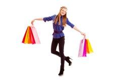 Tragende Taschen der Frau Einkaufs Lizenzfreie Stockfotografie