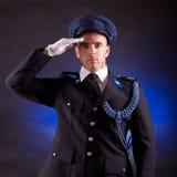 Tragende Uniform des eleganten Soldaten Stockfotografie