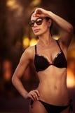 Tragender Badeanzug der Schönheit Stockbild