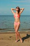 Tragender Bikini des Mädchens stockfotos
