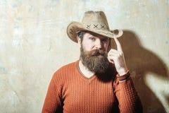 Tragender Cowboyhut des bärtigen Mannes Lizenzfreies Stockfoto