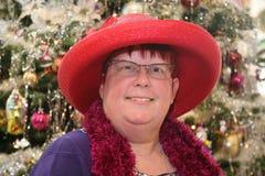 Tragender Hut der Frau Lizenzfreie Stockfotografie