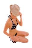 Tragender Hut der halb blanken Frau Stockfoto
