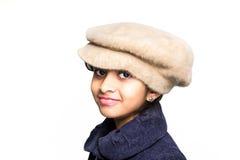 Tragender Hut des kleinen Mädchens Stockfoto