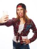 Tragender Hut des recht jugendlich Mädchens, selfies nehmend Stockfotografie