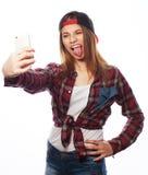 Tragender Hut des recht jugendlich Mädchens, selfies nehmend Stockbilder