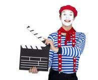 Tragender Matrosenanzug des emotionalen lustigen Pantomimeschauspielers Stockfotografie