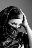 Tragender Schleier der arabischen Frau stockfoto