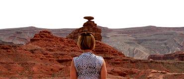 Tragender Sombrero der Frau am Markstein des mexikanischen Hutes, Utah lizenzfreies stockfoto