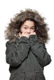 Tragender Wintermantel des Mädchens, Porträt stockfotos