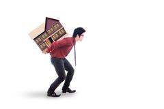 Tragendes Hausmodell des Investors im Studio Lizenzfreies Stockbild