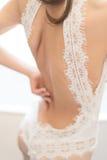 Tragendes Hochzeitskleid Stockfotos