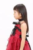 Tragendes Kleid des kleinen asiatischen Mädchens Stockfotos