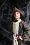 Tragendes Piratenkostüm des kleinen Jungen Lizenzfreie Stockbilder