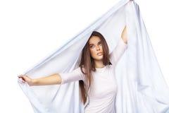 Tragendes weißes Kleid der reizvollen Frau getrennt Stockfotos