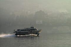 Tragflügelboot am Sonnenuntergang Lizenzfreie Stockbilder