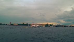 Tragflügelbootbootsmeteor auf Neva-Fluss in St Petersburg, Russland stock footage