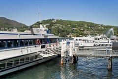 Tragflügelboote am Pier Stockbild