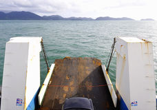 Traghetti all'isola Fotografia Stock