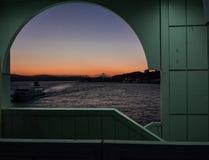 Traghetti a Costantinopoli ad alba Fotografia Stock Libera da Diritti