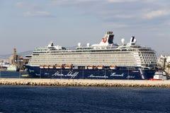 Traghetti, navi da crociera che si mettono in bacino al porto di Pireo, Grecia Fotografie Stock Libere da Diritti