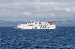Traghetto bianco fuori dall'isola di Bohol, Filippine fotografia stock