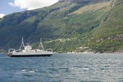 Traghetto Bruravik-Brimnes di Eidfjorden immagine stock